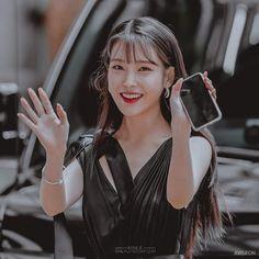 Kpop Girl Groups, Kpop Girls, Girl Artist, Kpop Couples, Anime Girl Drawings, Anime Love Couple, Korean Actresses, Korean Artist, Korean Singer