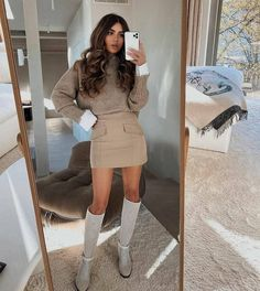First date outfit in winter Winter Date Outfits, First Date Outfits, Black Leather Pencil Skirt, Negin Mirsalehi, Pencil Skirt Outfits, Winter Fits, Going Out Outfits, Her Style, Autumn Winter Fashion