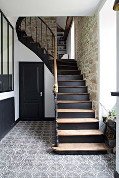 Trendy Home Decoration Hall Entrance Ideas Hallway Inspiration, Interior Inspiration, Painted Staircases, Painted Stair Risers, House Stairs, Stairs Window, Staircase Design, Dark Staircase, Black Stairs