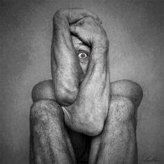 Félelmeink, szorongásaink: A #félelem betegsége a #pánik Mentálhigiénés kultúránk fejlődésével ritkul azoknak a száma, akik a pánikot hisztériának, vagy egyszerűen gyengeségnek tartják. Egyre többen vannak, akik mernek segítséget kérni, amikor a pánik tünetei megjelennek.