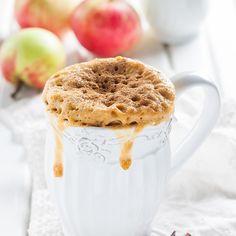 Recette de gâteaux aux pommes streusel dans une tasse   .coupdepouce.com