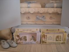 1/12 DOLLHOUSE GIFT BOX by SyreetasMiniatures on Etsy