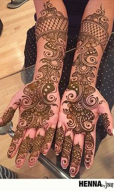 Simple Mehendi designs to kick start the ceremonial fun. If complex & elaborate henna patterns are a bit too much for you, then check out these simple Mehendi designs. Latest Arabic Mehndi Designs, Mehndi Designs Book, Full Hand Mehndi Designs, Mehndi Designs 2018, Stylish Mehndi Designs, Mehndi Designs For Girls, Mehndi Design Photos, Dulhan Mehndi Designs, Beautiful Mehndi Design