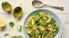Bulgurový šalát s čili a avokádom | Recepty.sk Avocado Toast, Pasta Salad, Sprouts, Vegetables, Breakfast, Ethnic Recipes, Food, Diet, Bulgur