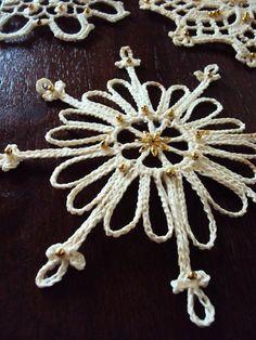 Crocheted Natal do vintage do laço do floco de neve por primitivepincushion