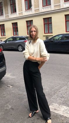 French Chic Fashion, Chic Fall Fashion, Parisian Chic Style, Her Style, Cool Style, Capsule Wardrobe Essentials, The New Classic, Street Style Women, Work Wear