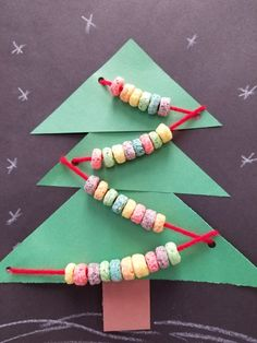 String front loops to make a cute Christmas tree craft!
