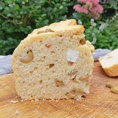 Bierbrood met olijven en feta ~ bear bread with olives & feta ~ #brood #bread #bearbread #bierbrood ~ www.hetkeukentjevansyts.nl Feta, Bread, Cheese, Brot, Baking, Breads, Buns