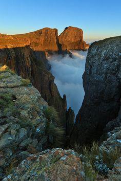Drakensberg South Africa Through the Gully South Afrika, Eternal Sunshine, Kwazulu Natal, Travel Inspiration, Waterfall, Places To Visit, Castle, Wanderlust, Environment
