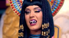 Katy Perry is a Grill-Wearing Cleopatra in 'Dark Horse' Video Trailer Russell Brand, Cleopatra, Britney Spears, Dark Horse Video, Katy Perry Music Videos, Divas, Cultural Appropriation, Intersectional Feminism, Horses