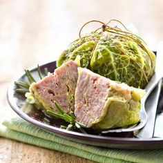 Découvrez la recette Chou farci sur cuisineactuelle.fr.