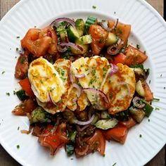 New recipe on my blog today!  halloumi op tomaat en komkommer #karolaskitchen #goodfood #healthyliving #cleaneating #veggie #lowcarb #recept #gezondeten http://www.karolaskitchen.be/halloumi-op-tomaat-en-komkommer/