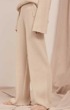 This pair of soft ribbed fabric pants are *SO* gorgeous. Look Fashion, Autumn Fashion, Fashion Outfits, Womens Fashion, Fashion Design, Lounge Outfit, Lounge Wear, Lounge Pants, Valentine's Day Outfit