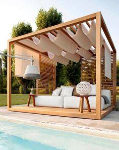 Terrasse de piscine avec une pergola en bois sur mesure