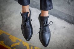 Modern tie shoes in a minimalistic design. These winter flats are made of soft black leather which is folded for a versatile chic look. These unique oxford shoes will look great with any outfit. Wonderful black winter shoes for running around the city, day to night. ◀▶ Ankle Height (6.5 cm / #oxfordoutfit #oxfordshoesoutfit
