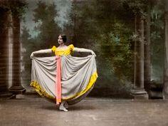 Cléo de Mérode dancing in the Phono-Cinéma-Théatre at the 1900 Paris Universal Exposition