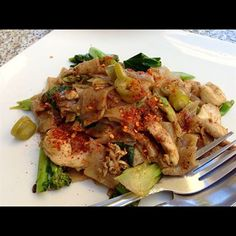 Pad See Ew Flat Rice Noodle Stir Fried With Chinese Broccoli Eggs And En Beef Pork Or Tofu Aura Thai Food Forked