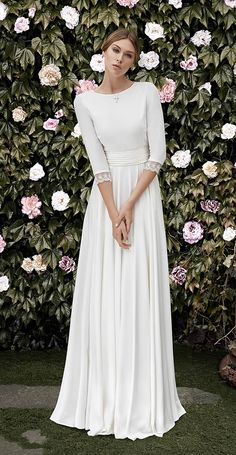 Becky | Crepe dress with closed neckline and V-backline bordered in Chantilly. French sleeves finished with the same Chantilly lace. Pleated sash in waist buttoned in the back.
