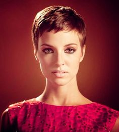short pixie haircuts for women. oval face long neck short cut low maintainence