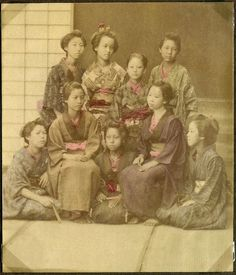 Women, Japan. National Museum of Denmark. Photograph. Donated by principal Preben von Irgens-Bergh. No. es_b_00681b