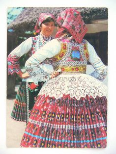 Hungarian Embroidery Hungarian folk costume from Sióagárd region Polish Embroidery, Hungarian Embroidery, Traditional Dresses, Traditional Art, European Costumes, Costumes Around The World, Exotic Dance, Bohemian Blouses, Lesage