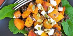 Healthy recipe for pumpkin and lentils salad with goad cheese and pumpkin seeds.