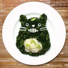 Food Art. Make your kids eat broccoli! This is Totoro made with broccoli, cauliflower and cheese.