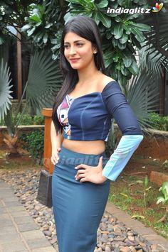 Bollywood Cinema, Bollywood Photos, Telugu Cinema, Indian Actress Pics, Tamil Actress Photos, Indian Actresses, Parneeti Chopra, Shruti Hasan, Bollywood Movie Reviews