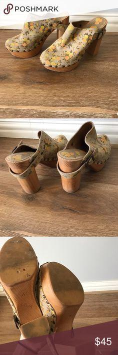 Jeffrey Campbell Woodie Clogs Jeffrey Campbell floral Woodie Clogs Jeffrey Campbell Shoes Mules & Clogs