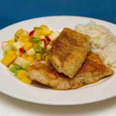 Stekt småsei med mangosalat og kokosris Frisk, Mango, Pork, Food And Drink, Chicken, Ethnic Recipes, Manga, Kale Stir Fry, Pork Chops