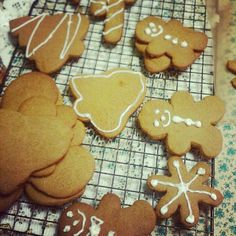 Gluten and sugar free gingerbread vegan cookies....  Check out WWW..earthyconsumer.blogspot.com for recipe....
