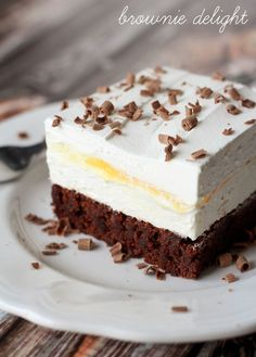 Brownie Delight - a delicious dessert that is cool, creamy and chocolate-y. I love desserts that I can make homemade whipped cream for. Layered Desserts, Just Desserts, Delicious Desserts, Dessert Recipes, Yummy Food, Cupcake Cakes, Cupcakes, Fudge Sauce, Chocolate Shavings