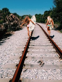 Summer // Beach // Friends // Adventure // Sun // Paradise // Fashion + Outfits // Surf // Vibes