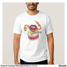 The muppets - Animal que se estrella a través de los tambores polera. Producto disponible en tienda Zazzle. Vestuario, moda. Product available in Zazzle store. Fashion wardrobe. Regalos, Gifts. Link to product: http://www.zazzle.com/animal_que_se_estrella_a_traves_de_los_tambores_polera-235818308704964299?lang=es&design.areas=[zazzle_shirt_10x12_front]&CMPN=shareicon&social=true&rf=238167879144476949 #camiseta #tshirt