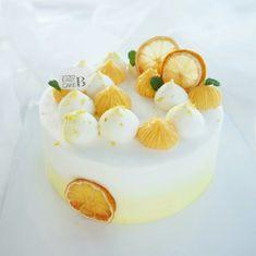 Korea Cake, Sweet Recipes, Cake Recipes, Fruit Cake Design, Mango Cake, Dessert Decoration, Just Cakes, Occasion Cakes, Sweet Cakes