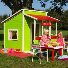 Legehus i FSC certificeret træ - giver mange timers leg og udfordrer fantasien.