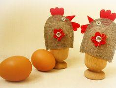 Kurka wysiadująca jajeczko dla niejadka.