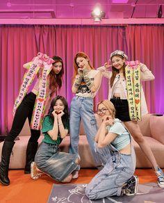 Kpop Girl Groups, Korean Girl Groups, Kpop Girls, My Girl, Cool Girl, Kpop Aesthetic, Aesthetic Pics, Aesthetic Hair, K Idols