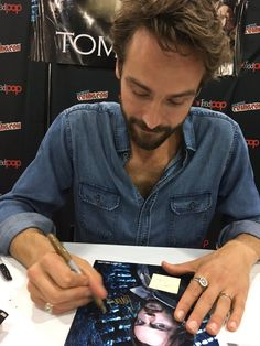 """Tracey on Twitter: """"@lorenbhollander @HollanderJodi : omg hon your lucky girl I love #tommison they say he such lovely guy I would love to meet him 😍💕😘💋"""""""