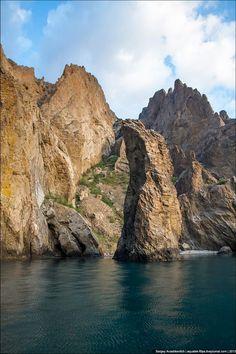 Karadag Nature Reserve, Crimea, Ukraine photo by Sergey Anashkevitch