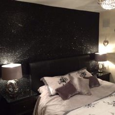 35 Ideas Glitter Wallpaper Bedroom Diy Accent Walls For 2019 Glitter Wallpaper Bedroom, Glitter Bedroom, Glitter Paint For Walls, Glitter Curtains, Sparkle Wallpaper, Black Glitter Wallpapers, Silver Glitter Wallpaper, Home Bedroom, Bedroom Decor
