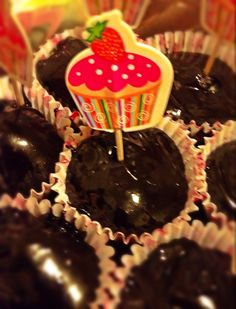 Raw-vegane choco bombons, shaped as cupcakes ^^