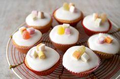 Mary Berry's iced fairy cakes