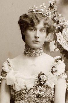 Princess Isabelle of Orleans, later Duchess of Guise, wearing a tiara feauring five Fleur de Lys motifs