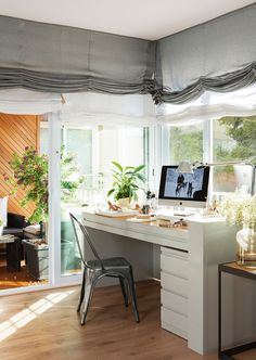 working area with Blinds superimposed in white and gray Home Office, Office Desk, Fabric Roman Shades, Large Art Prints, Appartement Design, Desk Areas, Work Desk, Layout, Love Home