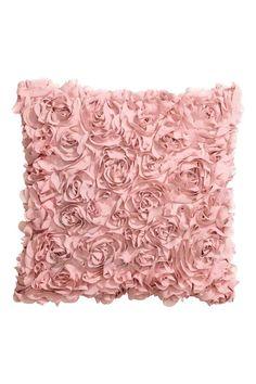 Copricuscino in raso: Copricuscino in raso con fiori decorativi in chiffon. Cerniera nascosta.