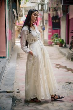 White floaty maxi, lace, indian street style, fashion, blogger