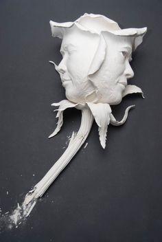 création de l'artiste Johnson Tsang, un sculpteur de Hong Kong spécialisé dans la céramique