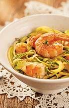 Sem glúten, mas com muito sabor, a receita fica muito bem acompanhada de camarões flambados no conhaque.