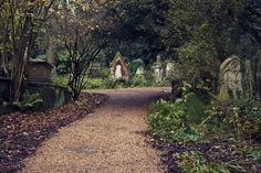 Highgate Cemetery | 18 Incredible Places You Won't Believe Are Actually In London